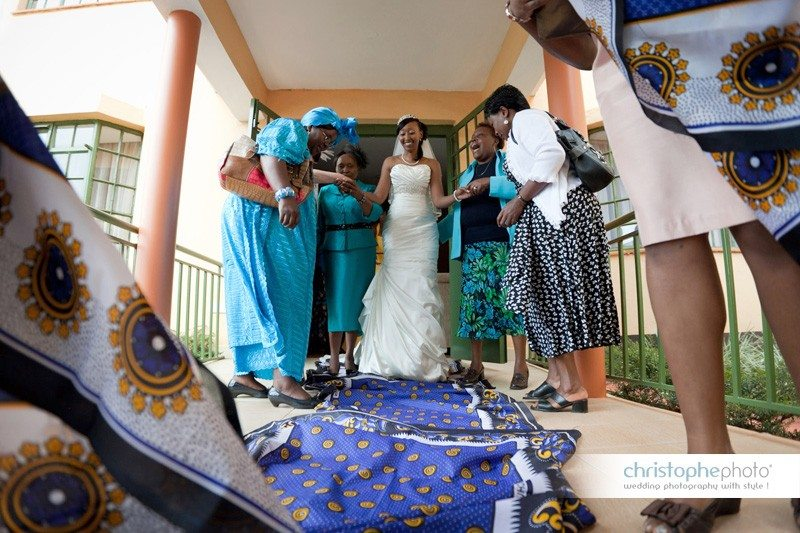 Traditional departure of the bride to the wedding ceremony in Kareb Lodge Nairobi