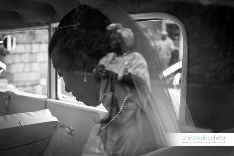 Reflection of the aunt in the wedding car